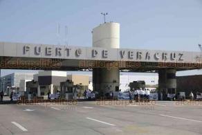Veracruz, Ver., 9 de diciembre de 2019.- La mañana de este lunes, marinos mercantes bloquearon la entrada al recinto portuario, sin obstruir la circulación en el bulevar Fidel Velázquez.