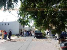 Veracruz, Ver., 9 de diciembre de 2019.- Dentro de un domicilio, en el fraccionamiento Laguna Real, se halló el cuerpo de un hombre asesinado, movilizándose personal de la SSP, Policía Naval y de la Fiscalía.