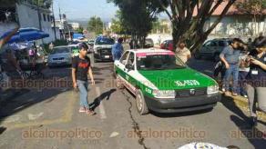 Xalapa, Ver., 10 de diciembre de 2019.- Una menor de 8 años de edad, resultó lesionada después de que fuera atropellada por un taxista sobre la calle Graciano Valenzuela, frente a la escuela primaria