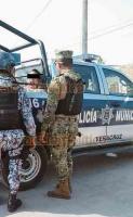 Veracruz, Ver., 10 de diciembre de 2019.- En el fraccionamiento El Oasis, vecinos sometieron a un sujeto que junto con otro hombre y otra mujer, supuestamente, intentaron llevarse a la fuerza a un menor de edad. Los cómplices huyeron. El detenido fue entregado a los elementos de la Policía Naval.