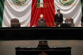 """Xalapa, Ver., 10 de diciembre de 2019.- Tras la comparecencia del Gobernador, diputados del Congreso local tuvieron una sesión """"exprés"""", la tarde de este martes, abordando todos los puntos en menos de 40 minutos. """"Pueden ir en paz"""", dijo el presidente Rubén Ríos al concluir, provocando algunas risas."""