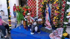 Veracruz, Ver., 12 de diciembre de 2019.- Decenas de veracruzanos con niños en brazos acudieron a la Catedral de nuestra señora de la Asunción para recibir la bendición este día de la Virgen de Guadalupe.