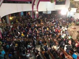"""Xalapa, Ver., 12 de diciembre de 2019.- Miles de feligreses católicos abarrotaron la Basílica Menor de El Dique para cantar """"Las Mañanitas"""" a la Virgen de Guadalupe en los primeros minutos de este jueves."""
