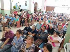 Córdoba, Ver., 12 de diciembre de 2019.- El obispo de Córdoba, Eduardo Patiño Leal, encabezó la misa en honor a Santa María de Guadalupe y bendijo a los niños vestidos de inditos.