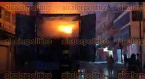 Veracruz, Ver., 14 de diciembre de 2019.- En la calle Esteban Morales, en la colonia Centro, se incendió un camión que transportaba frituras y dulces. Al sitio acudió el cuerpo de Bomberos Municipales y Protección Civil para sofocar el fuego. Policía y Tránsito municipal abanderaron la zona. No hay reportes de lesionados.