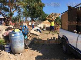 Veracruz, Ver., 14 de diciembre de 2019.- Personal de la Fiscalía General del Estado, en coordinación con la Policía Estatal, desaloja a invasores de terrenos en la colonia Campestre; son 150 familias que se ven afectadas.
