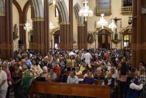 """Xalapa, Ver., 15 de diciembre de 2019.- Pidamos a Dios """"que tengamos más lluvias, pero a nosotros nos toca cuidar"""", dijo el arzobispo Hipólito Reyes a los católicos congregados en la Catedral. Lamentó la muerte de ganado y afectaciones al campo por la sequía de este año."""