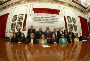Xalapa, Ver., 16 de enero de 2020.- El secretario de Gobierno, Eric Cisneros, encabezó la sesión de instalación de la Comisión Intersecretarial para la Consolidación del Sistema de Justicia Penal en el Estado.