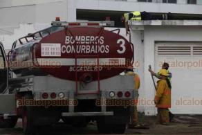 Boca del Río, Ver., 16 de enero de 2020.- Bomberos Conurbados acudieron a un departamento ubicado en la colonia Costa Verde, para atender un conato de incendio que se suscitó en la cocina y dañó electrodomésticos. No hubo lesionados.