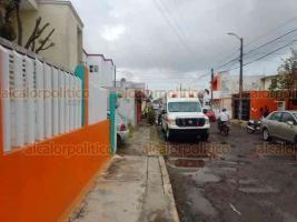 Veracruz, Ver., 16 de enero de 2020.- Un conato de incendio se registró la tarde de este jueves en la unidad habitacional Los Volcanes, a donde arribaron los Bomberos Municipales, paramédicos de la Cruz Roja y efectivos de la Policía.