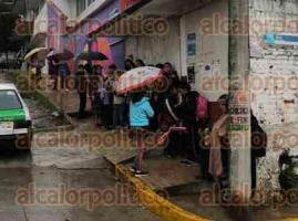 """Xalapa, Ver., 16 de enero de 2020.- Padres de familia de la primaria """"México"""", ubicada en la colonia El Moral, tomaron las instalaciones para exigir a la SEV la asignación de un director, un docente e intendente. Aseguran que seguirán su protesta hasta que les respondan."""