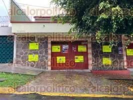 Xalapa, Ver., 16 de enero de 2020.- Como cada año, integrantes del SETSUV colocaron banderas y cartulinas para demandar aumento salarial.