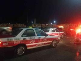 Coatepec, Ver., 16 de enero de 2020.- Un choque por alcance entre dos taxis se registró sobre la calle Zaragoza, en la entrada al municipio de Coatepec, al parecer no guardar distancia de seguridad fue lo que provocó el percance del que no se reportan lesionados.