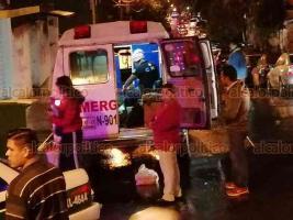 Xalapa, Ver., 16 de enero de 2020.- Taxista pierde el control y choca contra camellón, esto en la esquina de Fausto Vega y calle Paricutín de la colonia José Cardel, la pasajera de aproximadamente 50 años de edad resultó lesionada y fue llevada a un hospital.