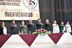 Xalapa, Ver., 17 de enero de 2020.- Este viernes se conmemoró el XXX Aniversario de las Secundarias Estatales, en el auditorio de la Benemérita Escuela Normal Veracruzana. Asistió el secretario de Educación, Zenyazen Escobar.