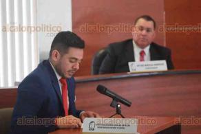 Xalapa, Ver., 17 de enero de 2020.- El consejero presidente del IVAI, José Rubén Mendoza Hernández, presidió la sesión pública extraordinaria acompañado por los consejeros Yolli García Álvarez y Arturo Mariscal Rodríguez.