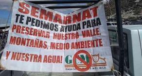 Alchichica, Puebla, 17 de enero del 2020.- Habitantes de la zona bloquean carretera federal Perote-Zacatepec, a la altura de la junta auxiliar de Alchichica, en protesta a la supuesta contaminación que la empresa trasnacional Granjas Carroll, dedicada al ganado porcino, está provocando con su expansión.
