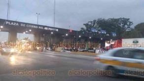 Fortín, Ver., 17 de enero de 2020.- Ciudadanos de la zona están siendo afectados por la manifestación de habitantes de Ayahualulco, pues no dejan pasar vehículos en la caseta 45 CAPUFE porque el Gobierno incumplió con mesa de diálogo.