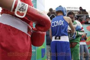 Ciudad de México, 19 de enero de 2020.- En el Monumento a la Revolución, la jefa de Gobierno, Claudia Sheinbaum, premió a los ganadores de la Olimpiada Comunitaria de Box de Indeporte, en categoría femenil y varonil.