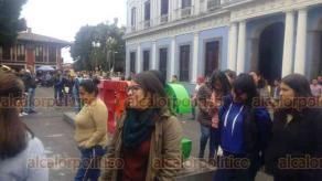 Coatepec, Ver., 20 de enero de 2020.- En el Palacio Municipal de Coatepec también se hizo el simulacro de sismo; donde se evacuaron más de 250 empleados y ciudadanos que se encontraban en su interior.