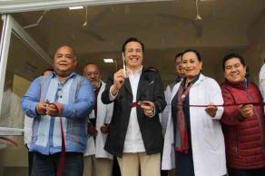Tecolutla, Ver., 20 de enero de 2020.- El nuevo Centro de Salud en la localidad de Casitas está equipado y cuenta con abasto de medicamentos, destacó el gobernador Cuitláhuac García al inaugurar el lugar.