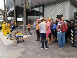 Boca del Río, Ver., 20 de enero de 2020.- Como parte del Macrosimulacro a nivel nacional, elementos municipales atendieron una hipótesis de sismo en un hotel del bulevar Adolfo Ruiz Cortines, donde 57 personas fueron evacuadas y 1 resultó con lesiones.
