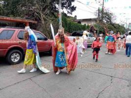 Ixtaczoquitlán, Ver., 20 de enero de 2020.- El obispo Eduardo Cervantes Merino arribó primero a la iglesia de Cuautlapan y posteriormente la de Tuxpanguillo, donde ofició las misas e hizo las confirmaciones.