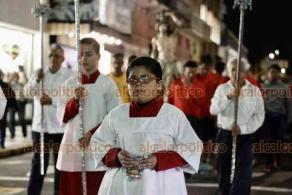Veracruz Ver., 20 de enero 2020.- Procesión en honor a San Sebastián Mártir que inició en la calle Rayón del Centro Histórico hacia la avenida Independencia hasta llegar a la Catedral, donde se ofició una misa a los feligreses.