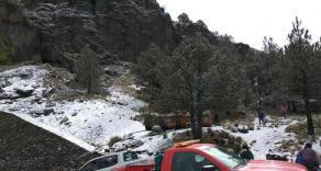 Perote, Ver., 21 de enero de 2020.- La Dirección de Protección Civil Municipal informó que unas 200 personas a bordo de 50 vehículos llegaron este martes a la comunidad de El Conejo, cerca de la peña del Cofre de Perote, para disfrutar de la primera nevada que se registró en esa zona.
