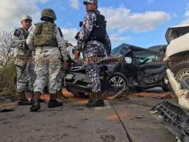 Veracruz, Ver., 22 de enero de 2020.- En libramiento conocido como Kilómetro 13.5, al norte de la ciudad, colisionaron una camioneta y un automóvil, movilizándose personal de la Cruz Roja, Guardia Nacional, Policía Naval y Estatal.