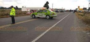 Perote, Ver., 23 de enero de 2020.- Habitantes de Tenextepec bloquearon la carretera Perote-Puebla, a la altura de la comunidad Guadalupe Victoria; exigen la atención de las autoridades ante el incremento de secuestros en la región.
