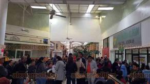 Xalapa, Ver., 24 de enero de 2020.- En el módulo de Hacienda de Plaza Ánimas, se observan largas filas de personas por el programa