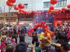 Ciudad de México, 24 de enero de 2020.- El barrio Chino le da la bienvenida al Año de la Rata con pirotecnia, dragones y danza ante cientos de visitantes.
