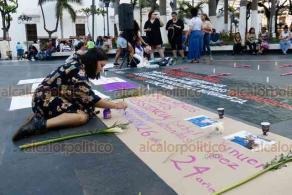 """Veracruz Ver., 25 de enero 2020.- Feministas denominadas """"Brujas del Mar"""", con apoyo de la Red de Resistencia y Rebeldía, se manifestaron en el zócalo de la ciudad, como parte de la movilización nacional por la muerte de dos activistas feministas asesinadas en años anteriores."""