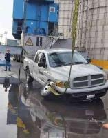 Veracruz, Ver., 26 de enero de 2020.- Los dos hombres que iban a bordo de la camioneta que cayó al mar en el recinto portuario, la mañana de este domingo, lograron ponerse a salvo.