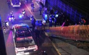 Xalapa, Ver., 27 de enero de 2020.- La tarde-noche de este lunes, se registró movilización de policías sobre Lázaro Cárdenas, frente a Walmart, pues al parecer ciudadanos detuvieron a un presunto asaltante hasta que llegaron autoridades.