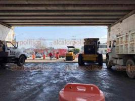 """Xalapa, Ver., 28 de enero 2020.- Por trabajos de reencarpetado, cerraron provisionalmente el tránsito bajo el puente """"Macuiltépetl"""", en el bulevar Banderilla-Xalapa, por lo que la circulación se complica para automovilistas que pasan por la avenida México y Lázaro Cárdenas."""