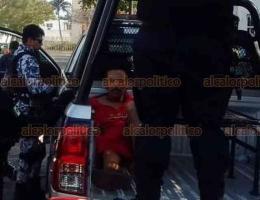 Veracruz, Ver., 28 de enero de 2020.- Elementos de la Policía Naval detuvieron a un hombre que asesinó a su madre de 84 años de edad. Según se informó, padece de sus facultades mentales.