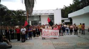 Poza Rica, Ver., 29 de enero de 2020.- Integrantes del SETSUV de la región Poza Rica-Tuxpan de la UV iniciaron movilizaciones para exigir incremento salarial de 20 por ciento.