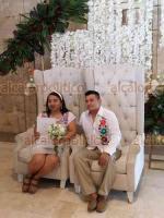 Boca del Río, Ver, 15 de febrero de 2020.- Este sábado, 327 parejas contrajeron matrimonio en el marco del Día del Amor y la Amistad. Los nuevos esposos se llevaron su acta de matrimonio civil y un regalo del DIF Municipal.