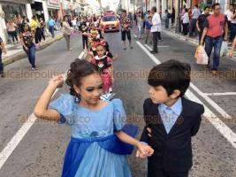 Veracruz Ver., 15 de febrero 2020.- Niños y niñas del Conservatorio Veracruzano de Danza participaron en un desfile por el centro de Veracruz, con motivo de su 26 aniversario. Esto viene a celebrarse como parte de los papaquis infantiles en previo al carnaval.