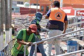 Veracruz, Ver., 17 de febrero de 2020.- Protección Civil supervisó las gradas que se ocuparán durante los paseos del Carnaval. Durante el recorrido, se notaron varias imperfecciones que los mismos graderos tuvieron que arreglar.
