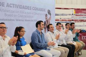 """Coatzacoalcos, Ver., 17 de febrero de 2020.- El gobernador Cuitláhuac García inauguró la primera Escuela de Alfabetización Física para el Desarrollo del Boxeo en Veracruz, que busca hacer """"posible el desarrollo integral de los jóvenes, al conjuntar deporte y educación""""."""
