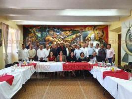 Xalapa, Ver., 17 de febrero de 2020.- El presidente de la CNC, Ismael Hernández y el dirigente estatal del PRI, Marlon Ramírez, tomaron protesta a los nuevos dirigentes de la Liga de CA, Organizaciones y Sindicatos Campesinos del Estado.