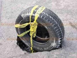 Veracruz, Ver. 18 de febrero de 2020.- Sobre la calle Vasco de Gama, del fraccionamiento Virginia, hay un hundimiento sobre el asfalto. Automovilistas y vecinos urgieron a las autoridades a repararlo de inmediato, pues temen que la calle siga colapsando.