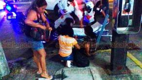 Veracruz, Ver., 19 de febrero de 2020.- La noche de este martes, en el centro de la ciudad, una jovencita cayó en una alcantarilla que tenía la tapa en mal estado; su pie quedó atrapado. Fue rescatada y trasladada a la clínica 57 de Seguro Social para su atención.