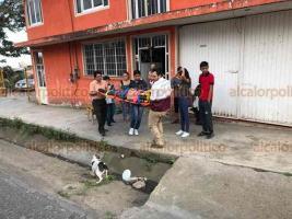 Xalapa, Ver., 20 de febrero de 2020.- Una mujer fue atropellada sobre la avenida Antonio Chedraui Caram, en la colonia Higueras. El conductor escapó a bordo de su vehículo al ver que se aproximaba una patrulla. Paramédicos del CRUM trasladaron a la lesionada a un hospital.