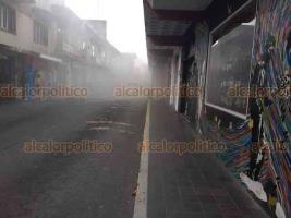 Xalapa, Ver., 20 de febrero de 2020.- La tarde de este jueves, una camioneta se incendió en la calle Mata, frente a la Farmacia del Magisterio, en el Centro de la capital. El percance fue controlado, aunque dejó una humareda.