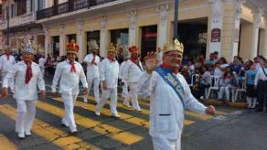 Veracruz Ver., 20 de febrero 2020.- Desfile previo a las coronaciones de la Corte Real del Carnaval 2020, el cual se adelantó ya que las condiciones climatológicas de mañana no eran las óptimas.
