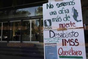 Ciudad de México, 21 de febrero de 2020.- Decenas de enfermos de VIH denuncian el desabasto de medicamentos y exigen a Zoé Robledo, director del IMSS, que sean surtidos ante el riesgo en la salud de los derechohabientes. Cierran Paseo de la Reforma y lanzan pintura rosa a las oficinas del IMSS.